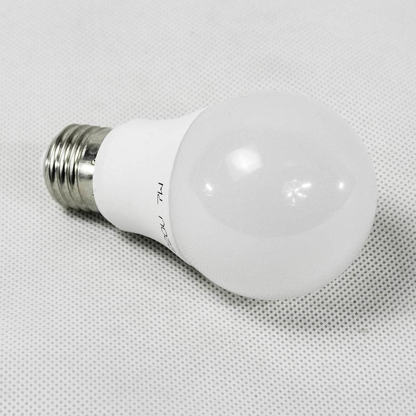 Lampe bulb E27 7w blanc chaud Led Madagascar